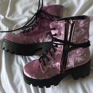 Sz US7 pink velvet dollskill boots